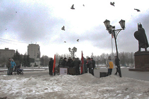 Сбор подписей за референдум по вопросу о присоединении Дзержинского к Котельникам Фото: Наталия Зотова