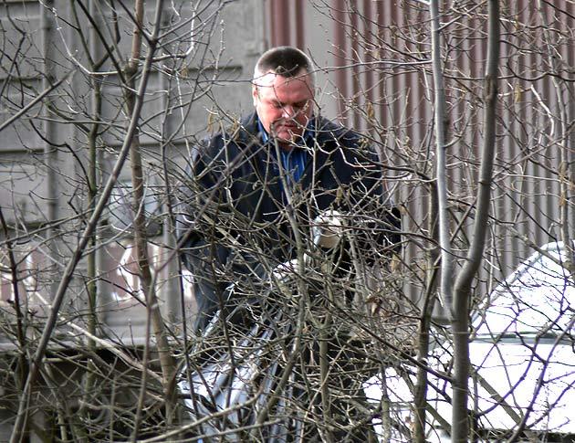 Бывший мэр Дзержинского на субботники выходил регулярно Фото: Двести РУ архив