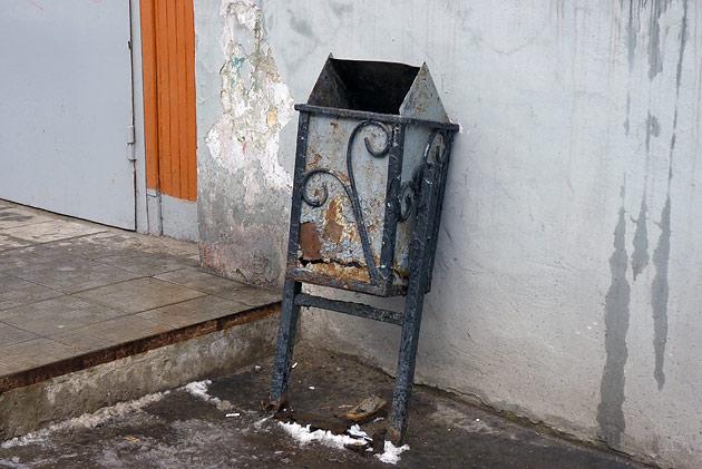 Обычная муниципальная урна Фото: Двести РУ