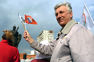 В. Лазарев: в чьи руки мы отдадим город? Фото: Двести РУ