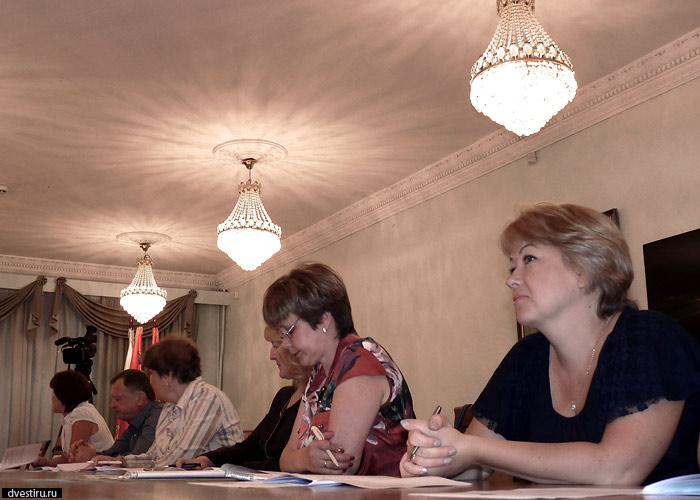 Заседание проходило в том самом зале, где обычно заседают депутаты