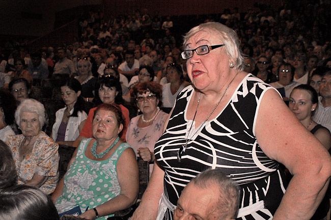 Пожилых людей волнует благоустройство придомовых территорий