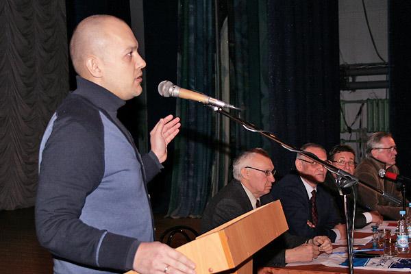 Василий Доронин выступает на историческом общегородском собрании, январь 2014 Фото: Любнарком