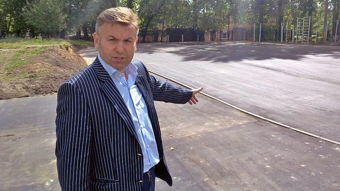 Виталий Панаморенко на новой спортивной площадке лицея №3   Фото: Двести РУ