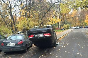 Новые способы парковки в Дзержинском Фото: житель города