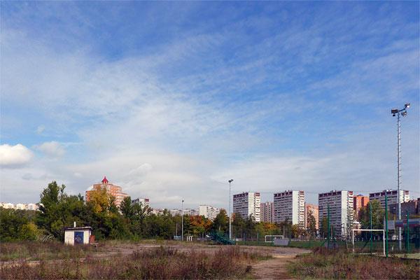 Думаете, это пустырь?  Нет, это стадион «Орбита», вмещающий две тысячи зрителей Фото: Двести РУ