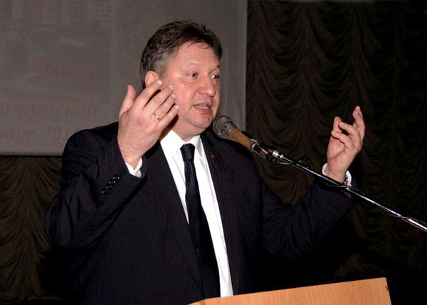 Депутат Мособлдумы В. Губин выступает на общегородском собрании