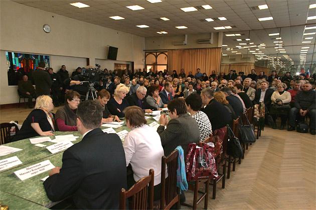 Историческое заседание депутатов в Зеркальном зале. Дзержинский, 2014 годгод