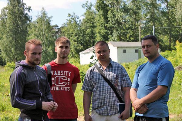 Артур Шлыков с единомышленниками на месте крушения угрешской культуры